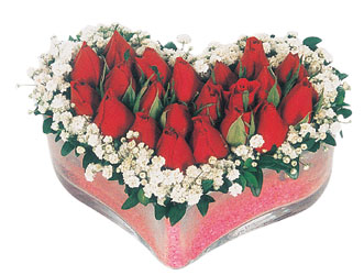 Denizli hediye sevgilime hediye çiçek  mika kalpte kirmizi güller 9