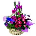 çikolata ve sepette çiçek   Denizli uluslararası çiçek gönderme