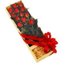 kutuda 12 adet kirmizi gül   Denizli 14 şubat sevgililer günü çiçek