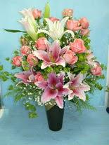 Denizli online çiçekçi , çiçek siparişi  cam vazo içerisinde 21 gül 1 kazablanka
