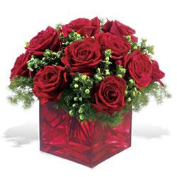 Denizli 14 şubat sevgililer günü çiçek  9 adet kirmizi gül cam yada mika vazoda