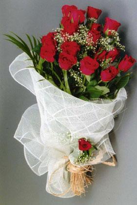 10 adet kirmizi güllerden buket çiçegi  Denizli çiçek siparişi vermek