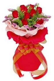 Denizli çiçekçi telefonları  8 Adet kirmizi güllerden buket tanzimi