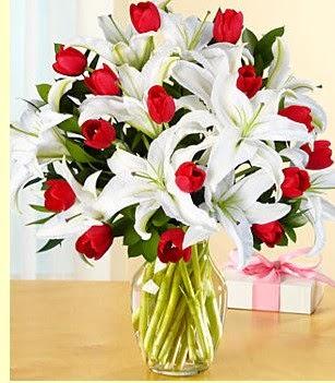 Denizli yurtiçi ve yurtdışı çiçek siparişi  3 kazablanka 10 kırmızı gül vazosu