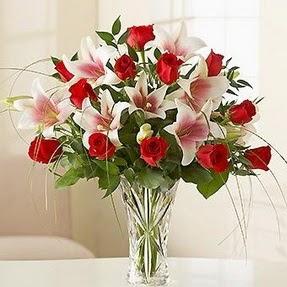 Denizli internetten çiçek satışı  12 adet kırmızı gül 1 dal kazablanka çiçeği