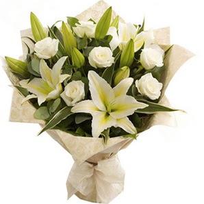 Denizli ucuz çiçek gönder  3 dal kazablanka ve 7 adet beyaz gül buketi