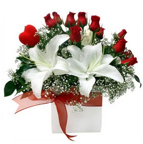 Denizli güvenli kaliteli hızlı çiçek  1 dal kazablanka 11 adet kırmızı gül vazosu
