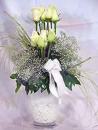 Denizli çiçek yolla  9 adet vazoda beyaz gül - sevdiklerinize çiçek seçimi