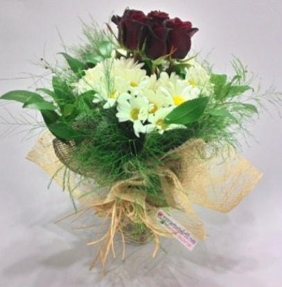 5 adet kırmızı gül ve kırızantem buketi  Denizli çiçek gönderme