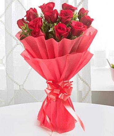 12 adet kırmızı gülden modern buket  Denizli 14 şubat sevgililer günü çiçek