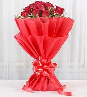 12 adet kırmızı gül buketi  Denizli kaliteli taze ve ucuz çiçekler
