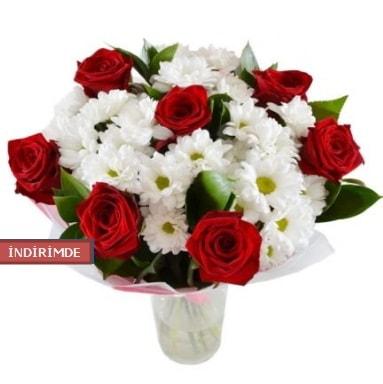 7 kırmızı gül ve 1 demet krizantem  Denizli uluslararası çiçek gönderme